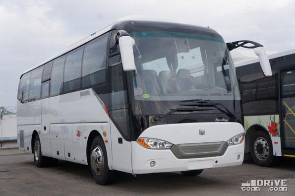 Компактный междугородник среднего класса Zhong Tong LCK6958 Sparkling – представитель «раздутых» нынче 9-метровиков. Габариты – 9565х2480х3350мм. В остальном вполне стандартный автобус