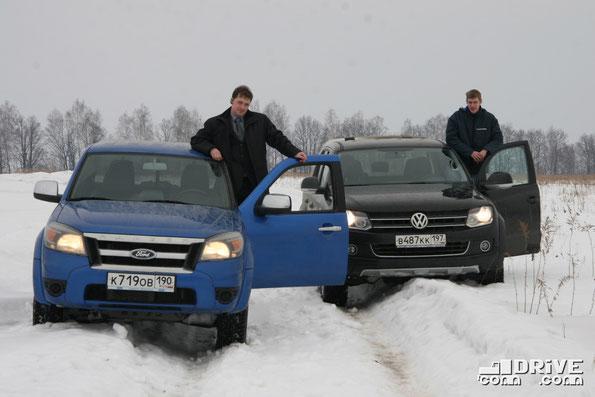 А это мы на пару с Николаем Марковым сравниваем внедорожный потенциал пикапов Ford Ranger и Volkswagen Amarok. Окрестности Тулы. Фото Дениса Дементьева