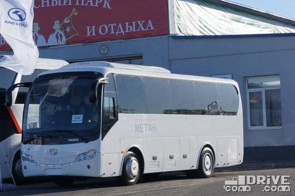 Медугородник среднего класса King Long XMQ6900 CNG. Габаритные размеры – 8995х2480х3435мм. Пассажировместимость 35 человек. Стоимость машины – 5 200 000 руб.