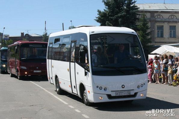 Автобус ПАЗ Vector 7S на шасси ISUZU. Павлово. Премьерный показ состоялся во время парада на Дне города. 13/07/2014