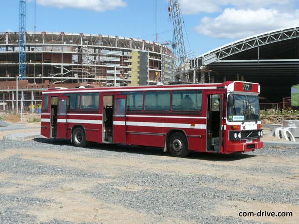 Пассажировместимость - 74 человека, из них 44 сидя. Полная масса - 10 510 кг, длина - 12 200 мм, ширина - 2500 мм