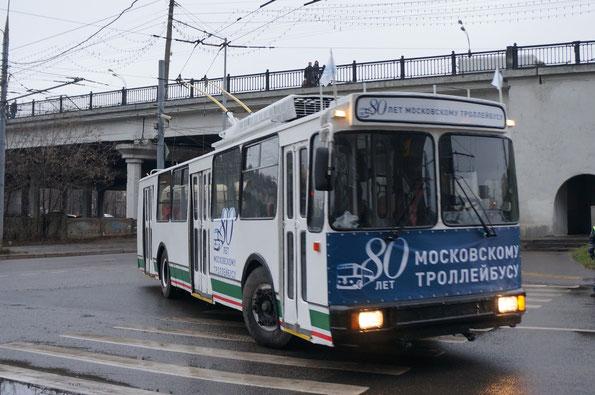 Возглавлял парад троллейбус завода «Белкоммунмаш» - «мод.101ПС», 2000 года. Заводской №496. 16.11.2013