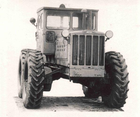 """Колесный трактор Т-4К """"Алтайского тракторного завода"""". (Фото архивное)"""