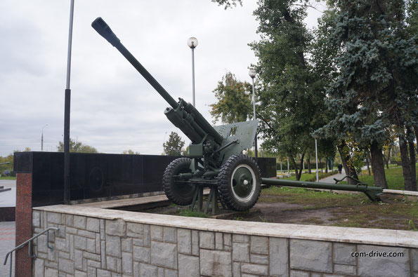 В экспозиции представлено сразу три дивизионные пушки ЗИС-3