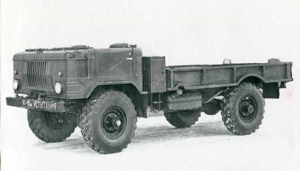 Грузовой автомобиль ГАЗ 66Б. Предсерийный вариант с упрощенными рамками окон. Фото архивное