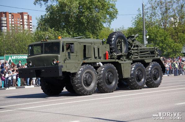 Тяжелый колесный эвакуационный тягач КЭТ-Т на шасси МАЗ-537Г с открытым размещением рабочего оборудования