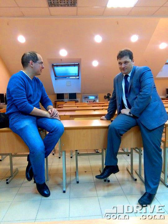 Рядом с Денисом Дементьевым - Ольга Соколова, ее фотографии так же присутствуют на сайте