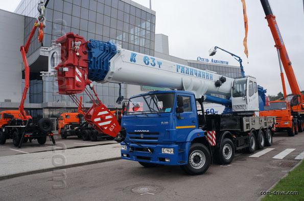 63-тонный автокран КС-75721-1 на 5-осном шасси КАМАЗ-733004 с колесной формулой 10х4
