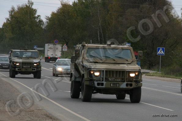 Бронированный Скорпион-ЛША 2Б и Скорпион-ЛША 2. Фото Николая Маркова. 03.10.2013