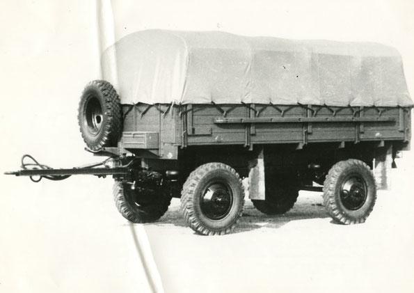 Армейский тентованный прицеп СМЗ 8333. Фото архивное