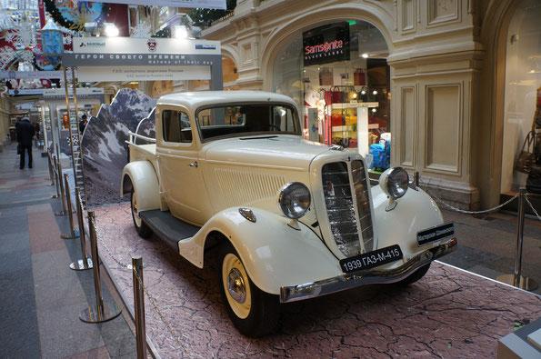 Пикап ГАЗ-М-415 (1939-1941 г.). На фоне 62 888 седанов ГАЗ-М-1, 5383 пикапов ГАЗ-М-415 выглядят совсем мелкими