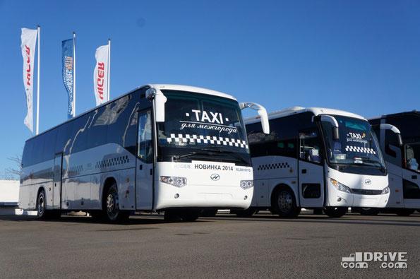 """Автобусы Higer традиционно представляла компания Русбизнесавто под довольно странным девизом """"TAXI для межгорода"""". В этом году экспонировались уже известный Higer KLQ6928Q и новинка в виде удлиненной модификации Higer KLQ6119TQ"""