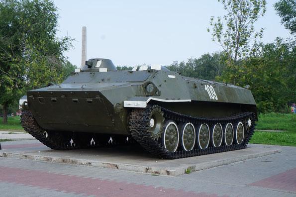 Гусеничный бронированный тягач МТ-ЛБ