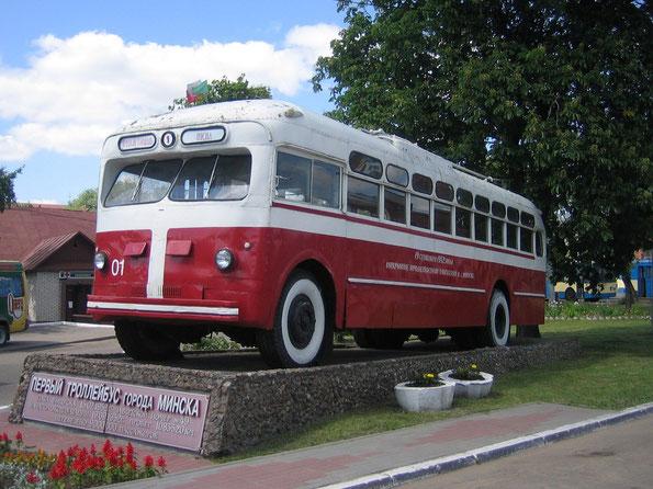 Памятник троллейбусу МТБ-82Д на территории закрытого в настоящее время ТП-1 в Минске. 16.06.2006