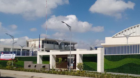 Suministro e instalación de postes para alumbrado con luminarios LED al Instituto Bilingüe Interamericano en Ecatepec, Edo. Méx