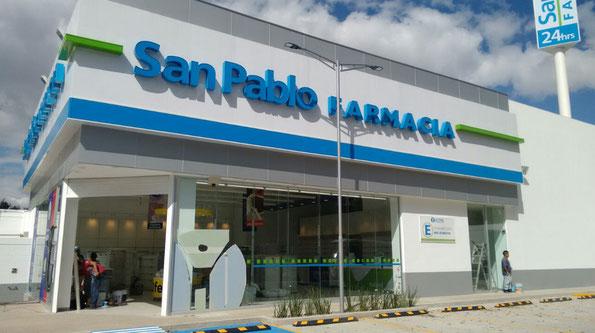 Suministro de postes modernistas para alumbrado con luminarios LED a farmacias San Pablo en Tlalnepantla, Edo. Méx. Y CDMX