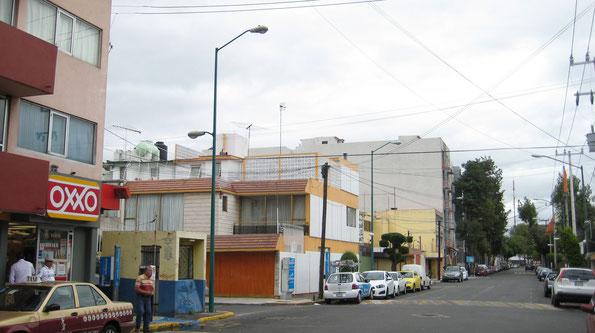 Delegación Benito Juarez. Suministro de postes de alumbrado para diversas calles, postes cónicos circulares de 9m con luminarios OV15; uno vehicular a los 9m y otro peatonal a los 6m