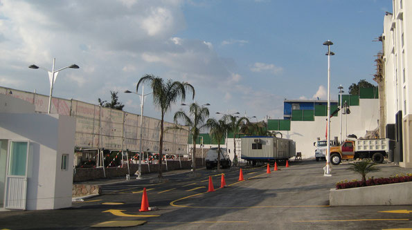 Suministro e instalación de postes y luminarios en fraccionamiento Tlanepantla, Edo. Méx