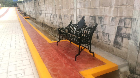 Suministro de bolardos modelo Viena para el Hotel Hilton, The Hacienda en Puerto Vallarta, Jal.