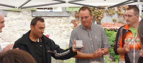 Remise de la medaille de la commune de chabreloche à Thierry Montmory