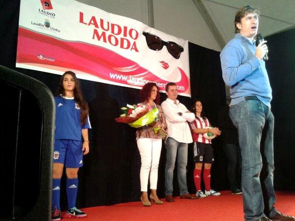 Homenaje al Club Deportivo Laudio durante el Laudio Moda del pasado sábado. Foto: Claudio Pérez.
