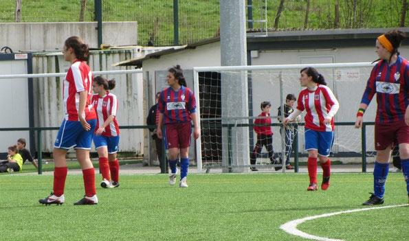 Las chicas del Regional golearon al Nanclares por 8-1. Foto: Jesus Orueta.