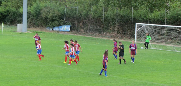 Las neskak del Laudio senior comenzaron a lo grande goleando al Nanclares por 1-7.