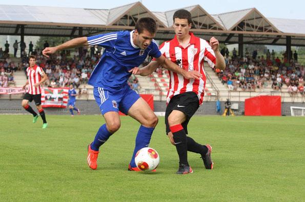 Imagen del encuentro de la primera vuelta disputado en Lezama que finalizó con empate a dos. Foto: El Correo.