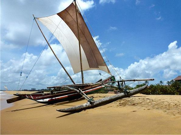 Bild:Fischerboot - Katamaran, Segelschiff - Negombo Beach