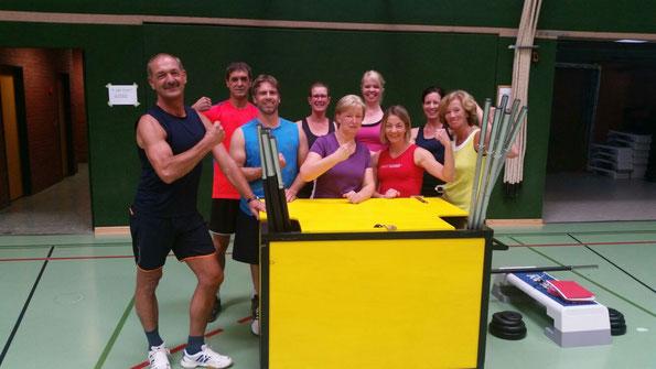 einige Teilnehmer der Hot Iron Gruppe mit Übungsleiterin Maike Klün (4. v.l.) und Horst Hoffmann (l.)