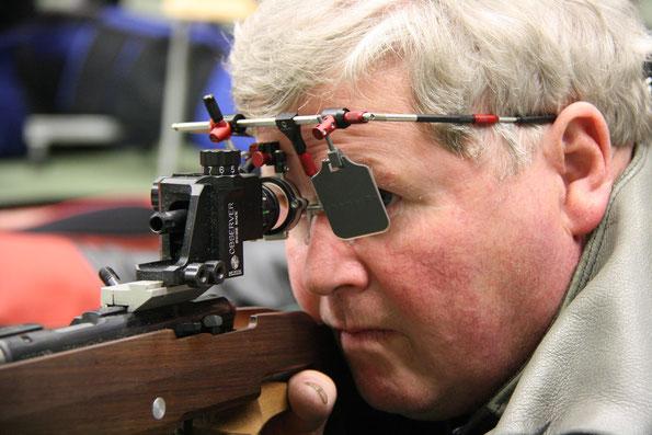 Christian Riedwyl, Sieger Armeewaffen 2-Stellung, 553 Punkte, Archivbild Brünig Indoor, ebenfalls ein AXIA TRIPLE X Schütze