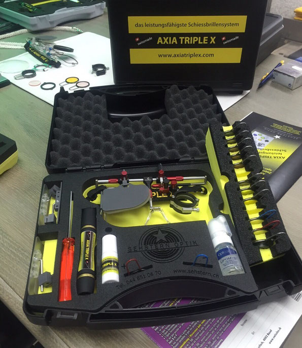 Die Neue, weiter entwickelte Schiessbrillenbox für Sfr. 69.-- von Sehstern Optik, erhältlich bei Sehstern Optik in Niederglatt oder beim Fachhändler von AXIA TRIPLE X