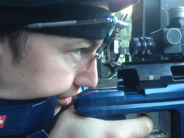 Claude Alain Dellay, CH Nationalmannschaft schiesst Luftgewehr mit AXIA TRIPLE X, Kleinkaliber ist es in der Planung.