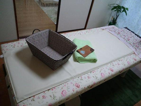 施術ベッドとホットマット