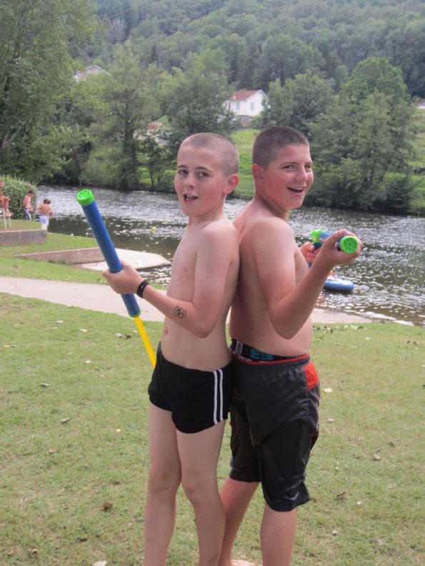 Bataille d'eau au lac