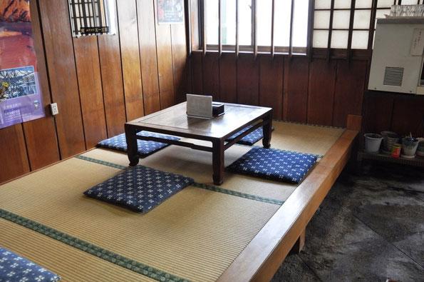 C1.タカラ食堂(後述)のこの座敷の手前側に北川景子さんが腰かけていらしたそうです