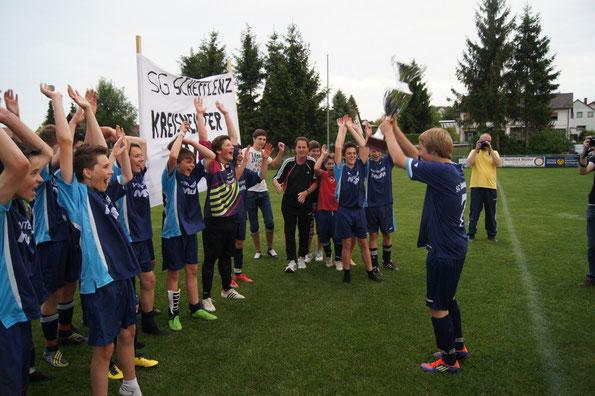 Käpt'n Kim Kühner bejubelt mit der Mannschaft den Titelgewinn!
