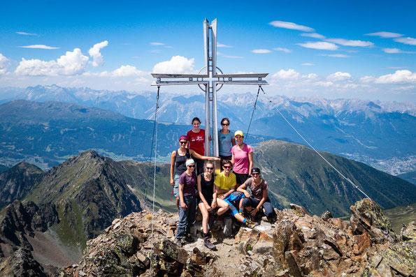 Wow, was für ein schönes Bergpanorama und tolle Gruppe.