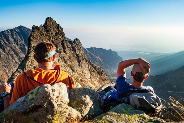 Eins meiner Lieblingsbilder, weil in dem Moment einfach alles passte - wir hatten den Gipfel geschafft, eine wahnsinnig schöne Landschaft zeichnete sich vor uns ab und wir waren einfach platt aber glücklich.