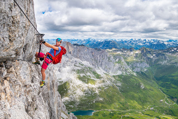 Armkraft ist beim Sulzfluh Klettersteig gefragt.