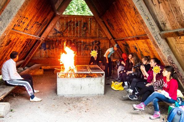 Bei diesem großen Feuer, wurde es ganz schön warm in der Hütte