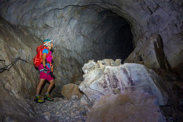 Im Dunkel der Gauablickhöhle
