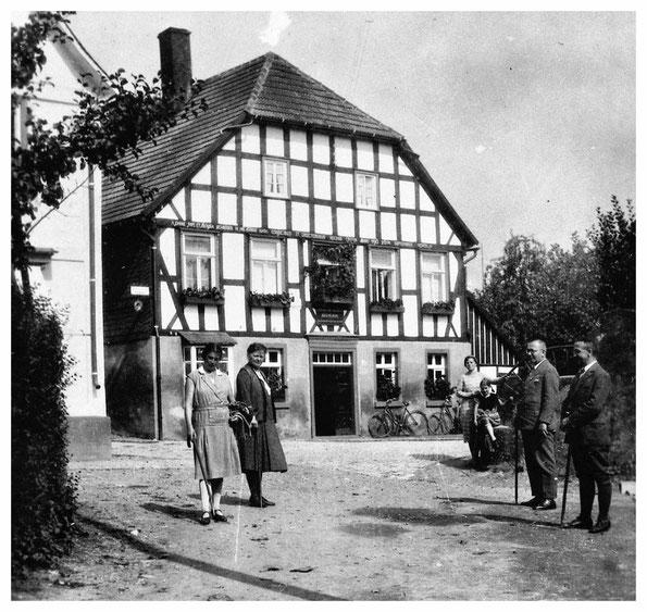 Am 4.4.1831 wurde der Jurist u. Schriftsteller Joseph Pape in diesem Haus in Eslohe geboren.