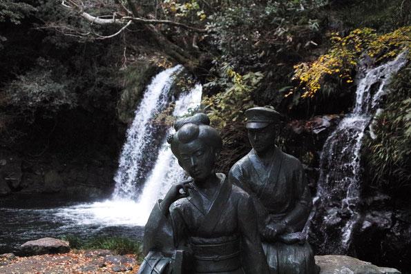 川端康成の名作「伊豆の踊子」像があるのは初景滝です