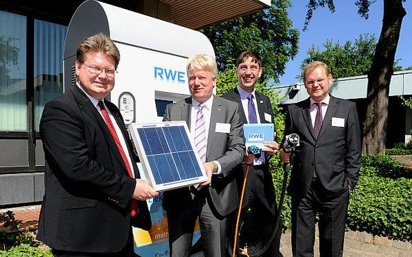 Photovoltaikanlage mit Speicher- und Ladesystem in Betrieb