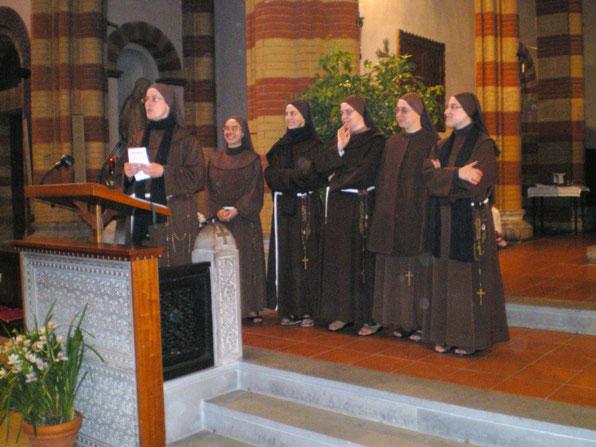 Presentazione delle Sorelle di San Francesco che visiteranno le famiglie n vista della Missione Parrocchiale:17-24/10/2010