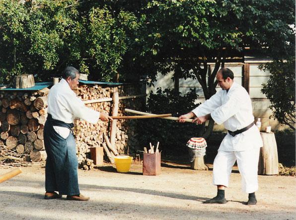 Saito Morihiro Sensei assieme a Tristao Da Cunha, 2001