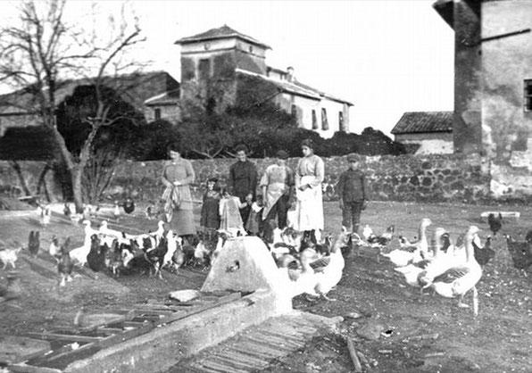 Única foto de Santa María Goretti (1890-1902), que se encontró en 2011 en el álbum de recortes de Earls Mazzoleni, que acogían a los Goretti en su propiedad, cerca de Roma.