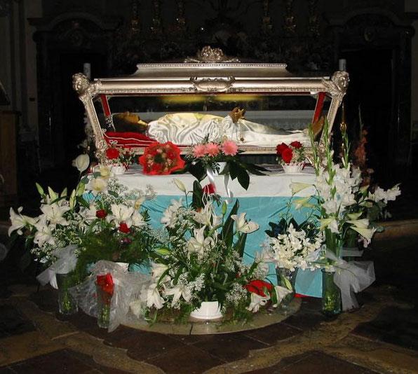 Urna que contiene los restos mortales de Santa María Goretti.