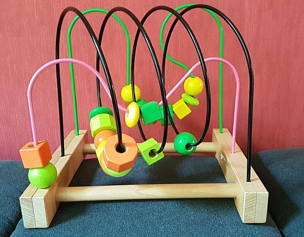 Holzspielzeug fürs Kleinkind zum Beitrag über zu viele Geschenke auf Mama-Blog Patschehand.de